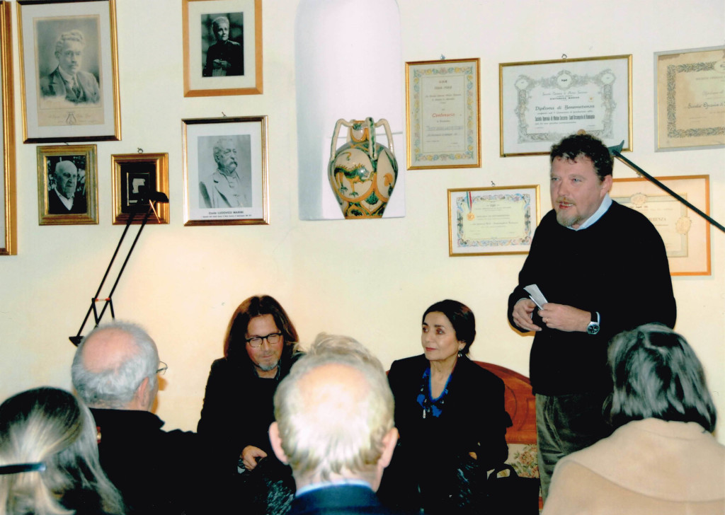 Walter Raffaelli, Il professor Luca Cesari e l'autrice Miresa Turci