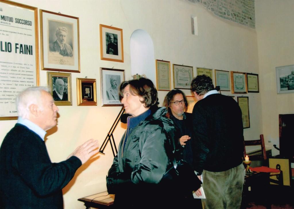 Marina Colonna accolta dal segretario generale della Società Operaia di Mutuo Soccorso di Santarcangelo, Franco Rughi